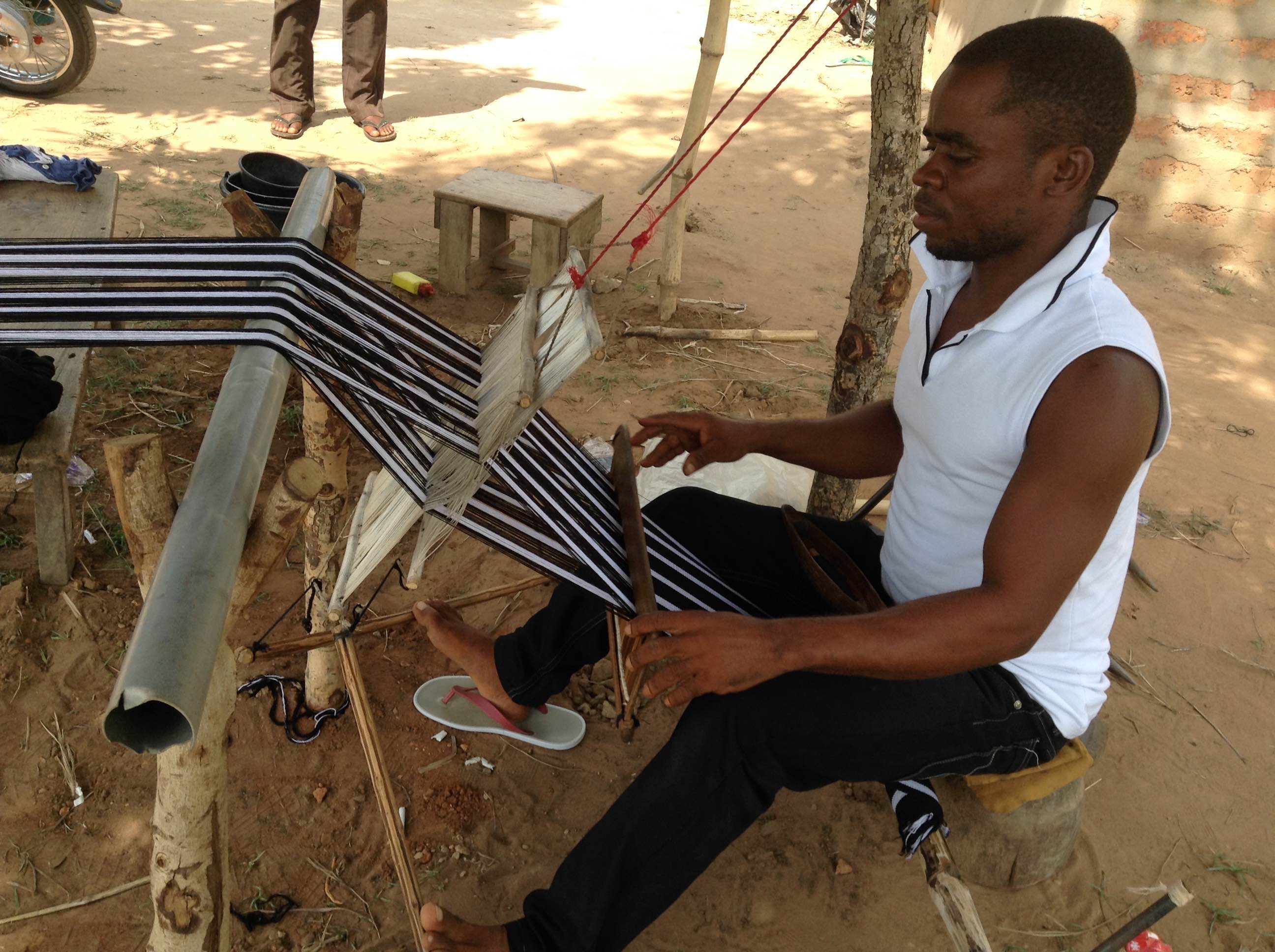 tiv-traditional-clothes-weaver