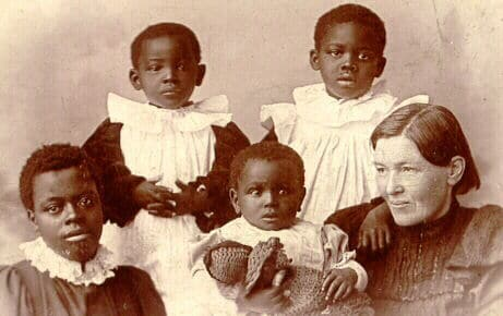 Mary Slessor with her adopted children (Photo Credit: Wikipedia)